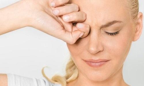 При офтальмогерпесе необходимо с осторожностью пользоваться народными средствами. Лучше проконсультироваться с врачом