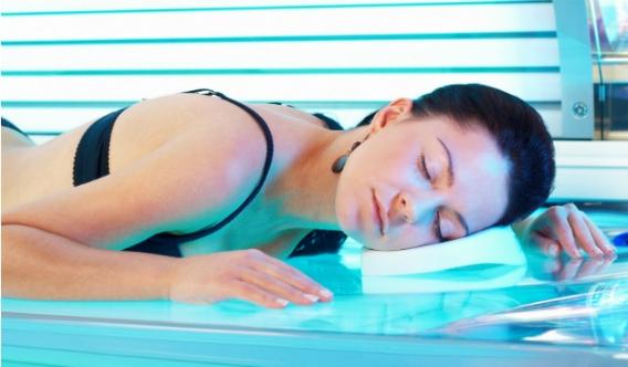 При посещении солярия необходимо закрывать глаза и уменьшить время пребывания до минимума