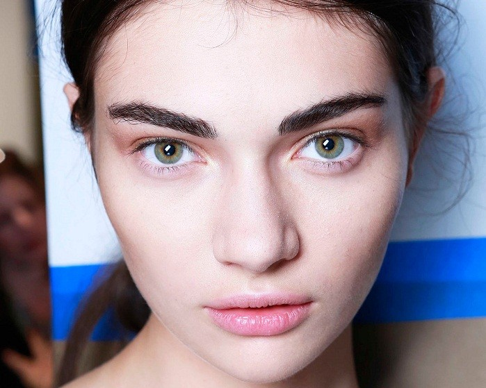 брови модные: густые натуральные черные