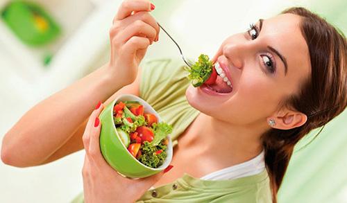 Употребление свежих овощей и фруктов улучшит обмен веществ, что положительно отразится на состоянии кожного покрова