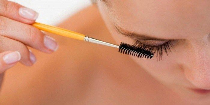 Восстановление и лечение ресниц маслами