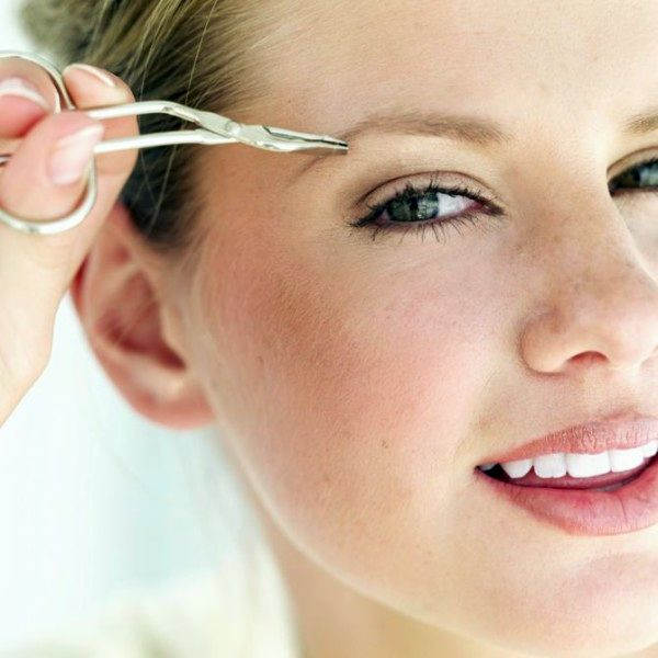 Выбритая полоска на брови: как провести процедуру