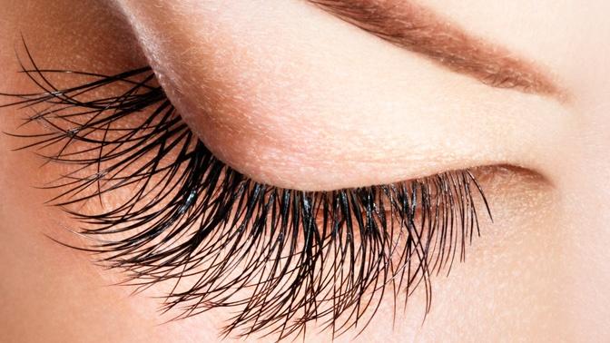Наращивание – одна из причин болевых ощущений в области глаз