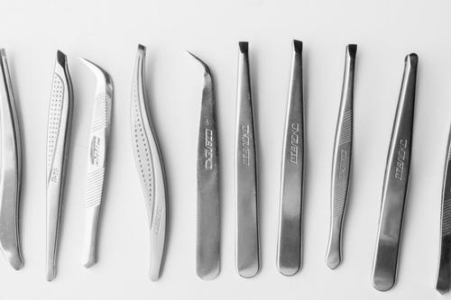 Выбирайте пинцеты из высококачественной стали, лучше хирургической