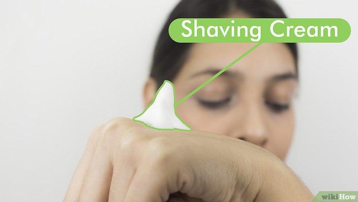 Изображение с названием Shape Your Eyebrows with a Razor Step 2