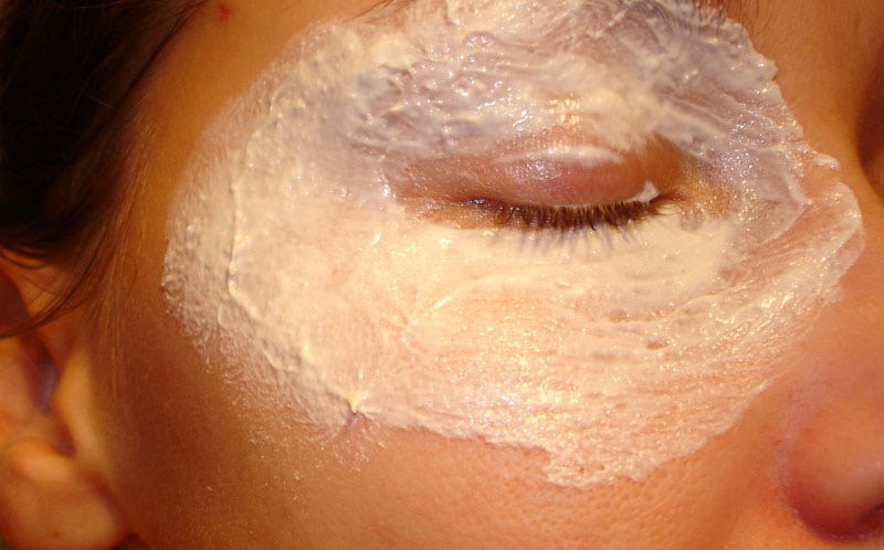 Подтягивающая маска для век в домашних условиях: примеры