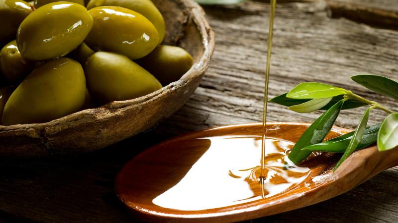 Моментальные маски для волос с оливковым маслом: 11 лучших рецептов