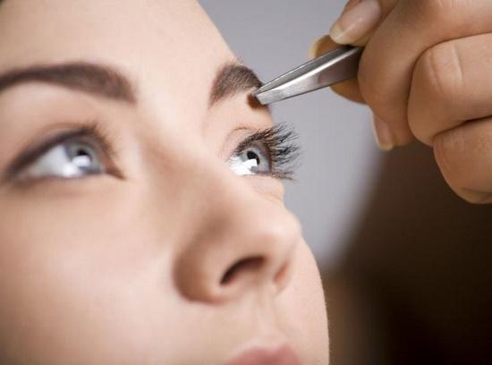 Перед покраской лучше привести волоски в форму
