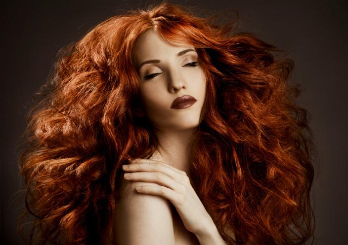 Уход за волнистыми волосами сложнее, чем за прямыми