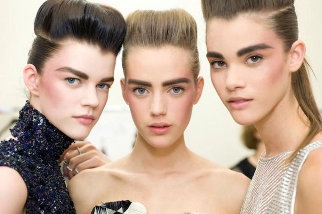 Женские брови способны сделать взгляд обворожительным (фото: www.fcw.su)