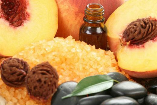 Масло персиковых косточек – роскошный уход за ресницами