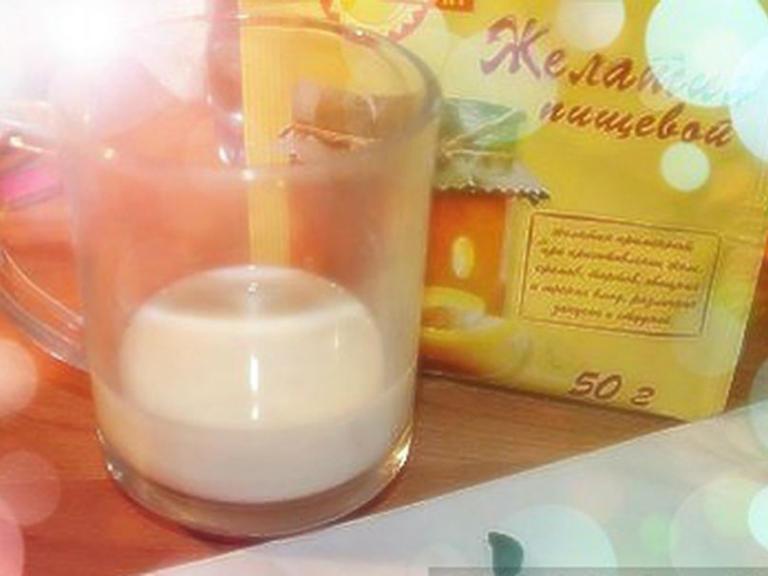 Маска для лица из желатина и молока от черных точек