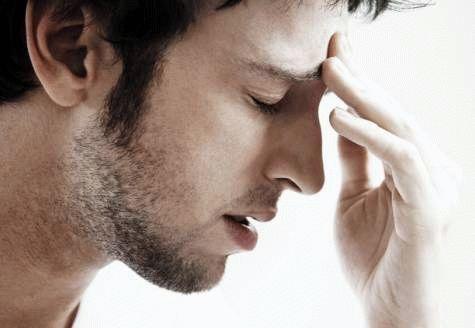 Болит между бровями и над ними – отчего это может быть