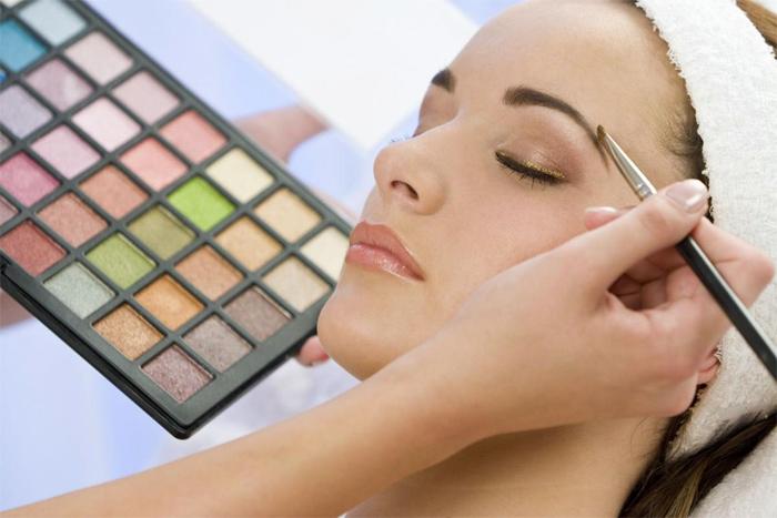 Искусство макияжа вполне можно освоить самостоятельно
