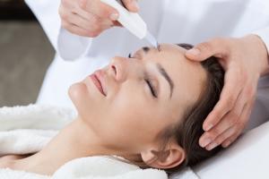 Ультразвуковая чистка лица в салоне – атравматическая процедура даже для чувствительной кожи