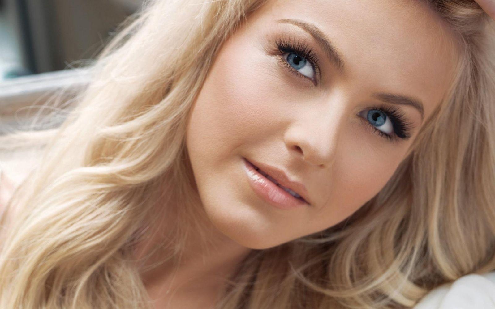 Какой цвет покрасить брови. Как подобрать цвет бровей для блондинок: полезные советы от стилистов и визажистов. По цвету глаз.