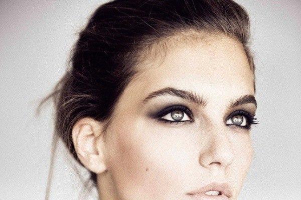 Внешний вид русоволосой девушки: какой косметикой пользоваться, как красить волосы и брови?