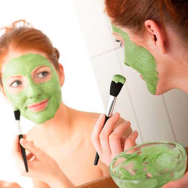 Как подобрать крем или маску для век от морщин после 50 лет для использования в домашних условиях?