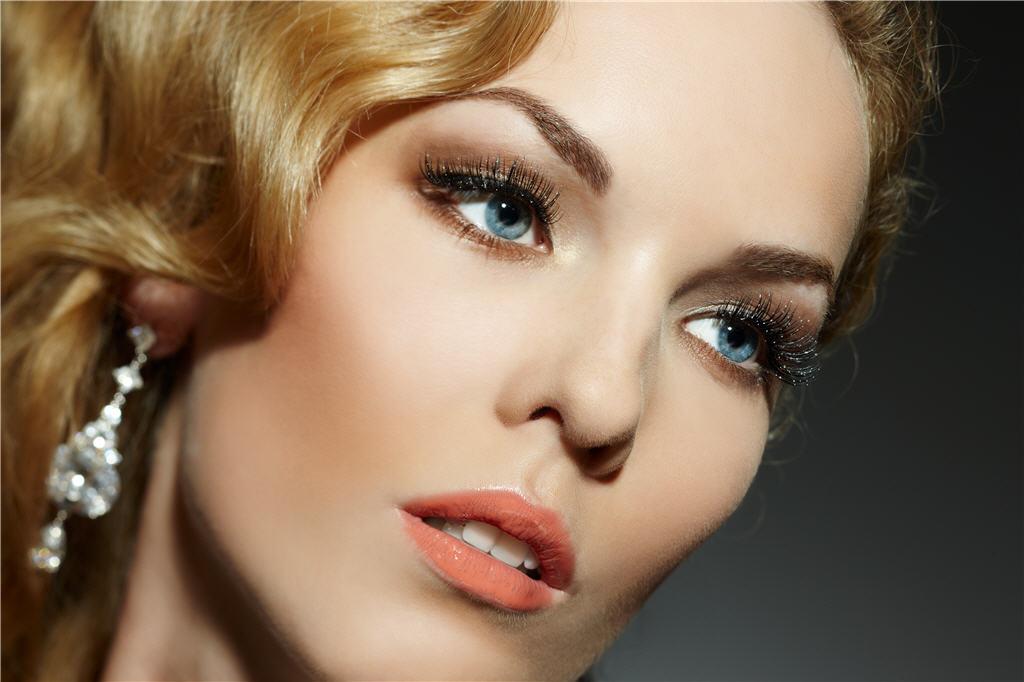 Задумывались ли вы, что делает глаза выразительными?