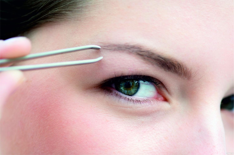 Удаление волосков пинцетом – дешево и быстро