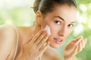 Этап №1. Очищение кожи утром и вечером. В чем разница?