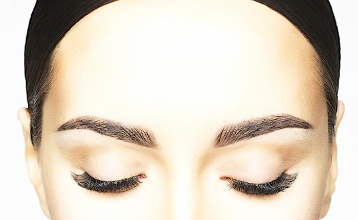 Женщина с закрытыми глазами