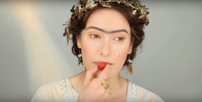 Сращенные, яркие брови в Древней Греции делали девушку эталоном красоты