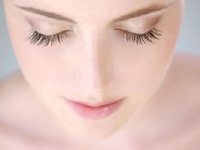 Ухоженные реснички лишь подчеркнут красоту ваших глаз и сделают образ завершенным